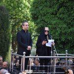 بیتا فرهی و بابک صحرایی در مراسم تشییع ناصر چشم آذر